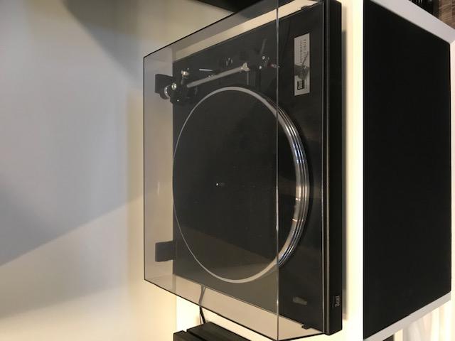 Dual CS460 levysoitin, musta